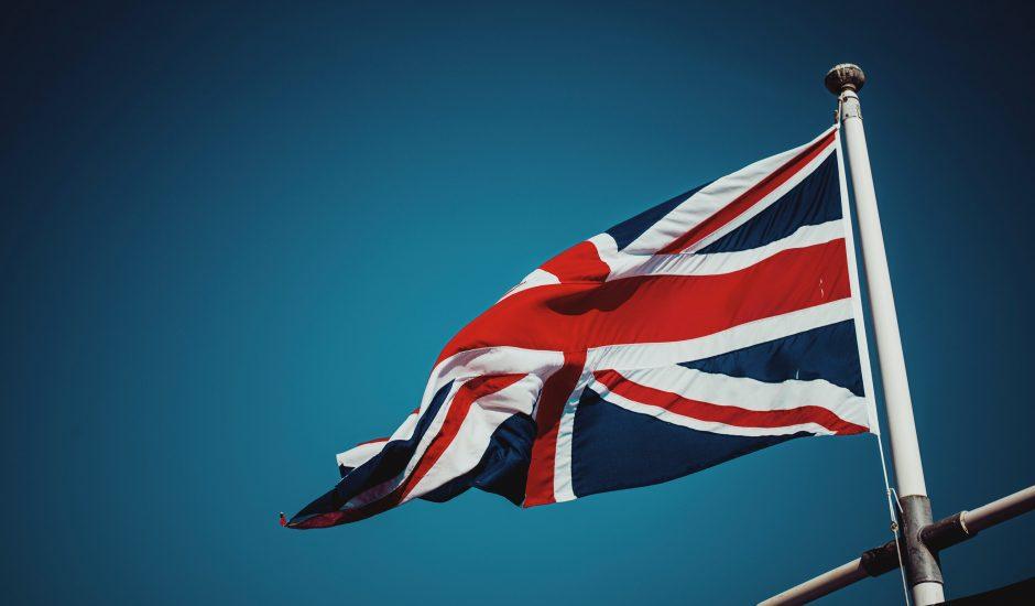 Le Royaume-Uni lance une vaste enquête sur le « duopole » de Google et d'Apple