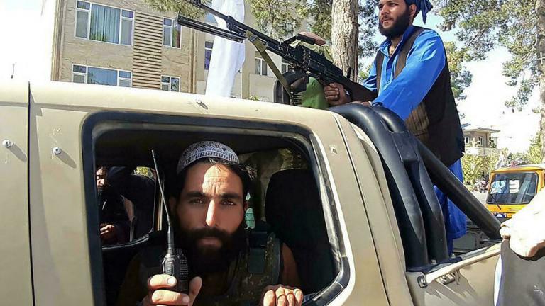 Afghanistan: l'étau se resserre autour de Kaboul, les Occidentaux évacuent