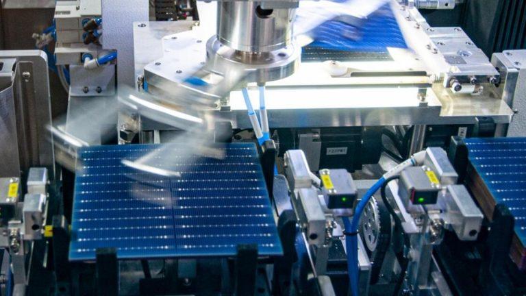 L'industrie solaire européenne renaît : une nouvelle gigafactory s'installera dans le port de Séville