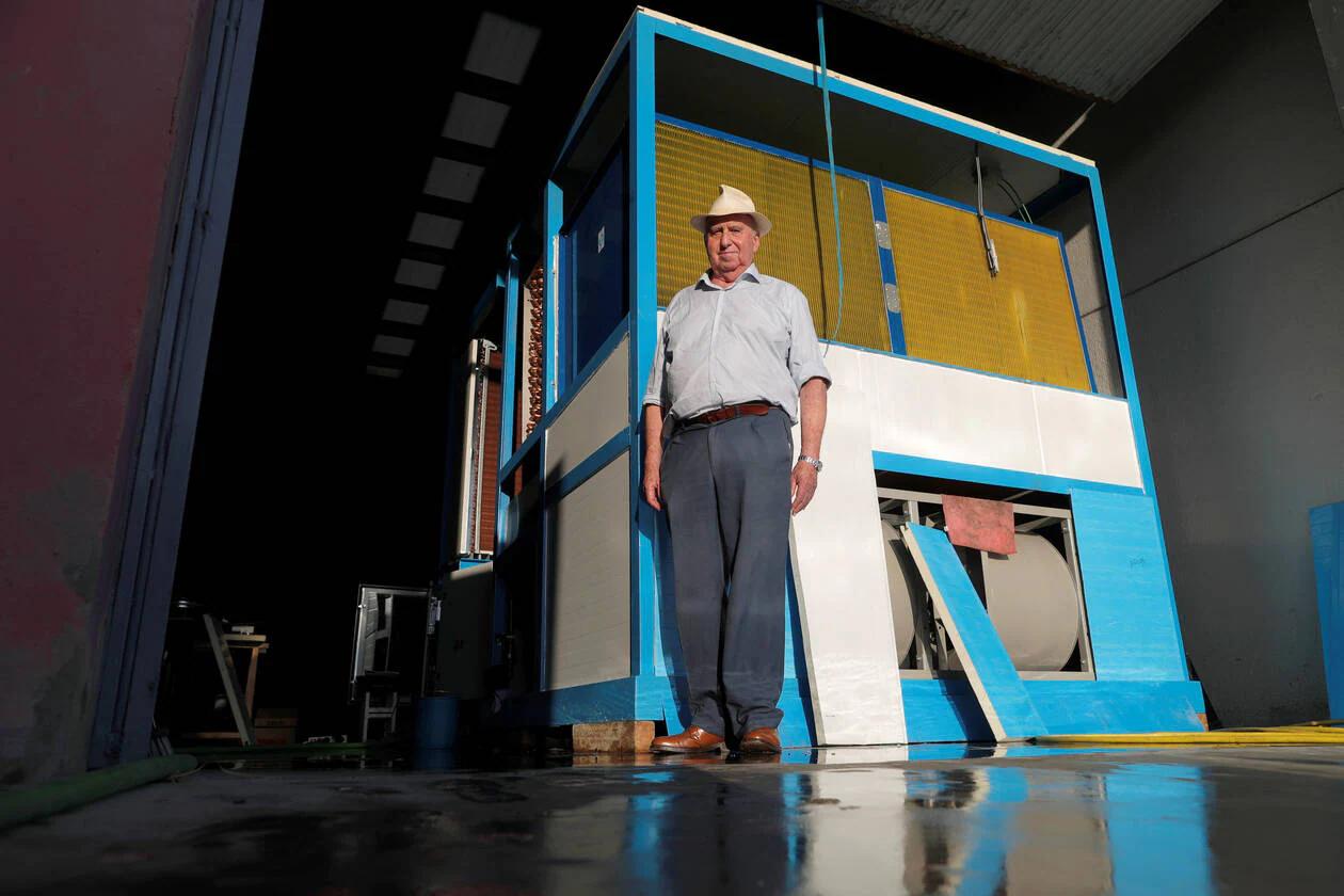 Un Espagnol de 82 ans crée une machine capable de transformer l'air en eau potable