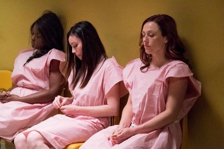 La chaîne C8 provoque la polémique en diffusant un film contre le droit à l'avortement en prime time