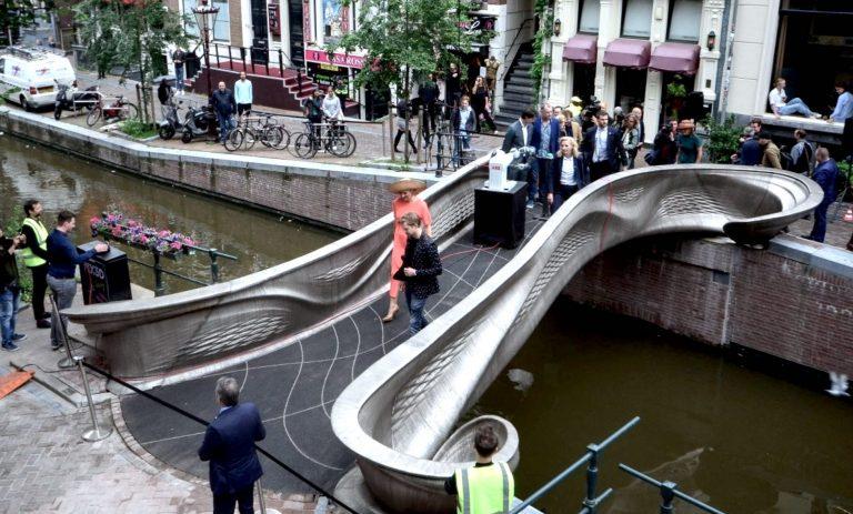 Ouverture du premier pont en acier imprimé en 3D à Amsterdam